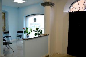 ingresso studio dentistico lo bianco